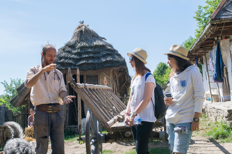 Tréme tradičných stavebných technológií sa venujeme v rámci projektu záchrany slamených striech na Slovensku